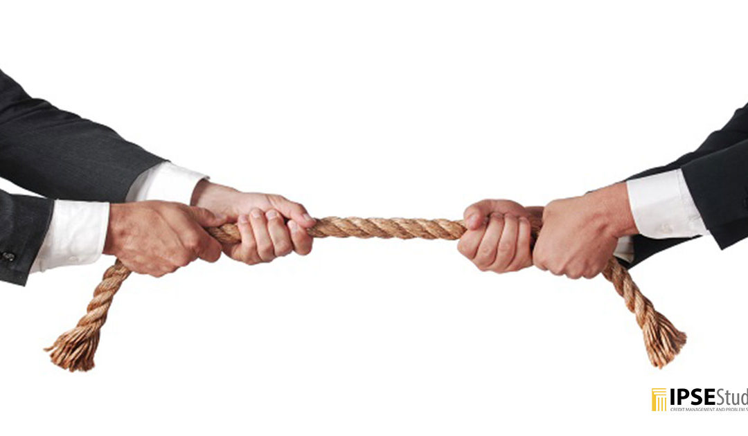 Negoziare con i creditori: come pagare i debiti quando il denaro è limitato